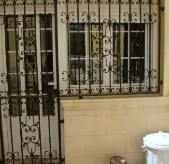 Puerta verja vivienda