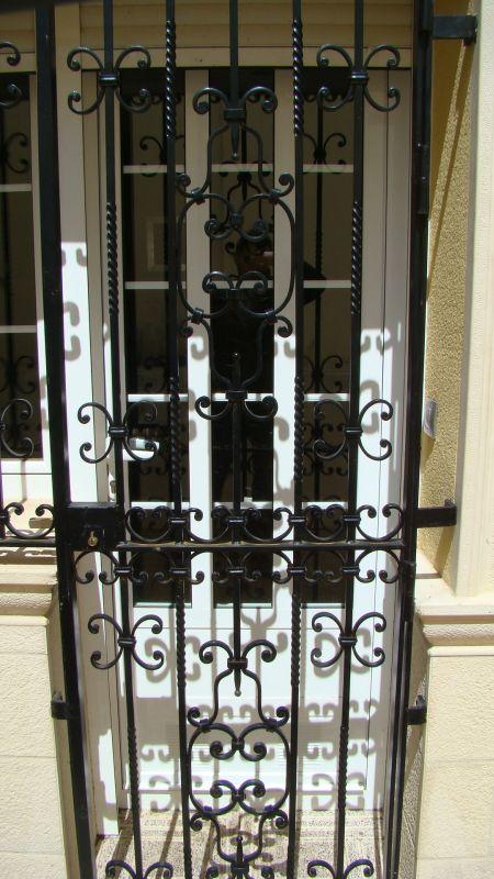 Puerta y reja exterior art h like - Verjas para puertas ...